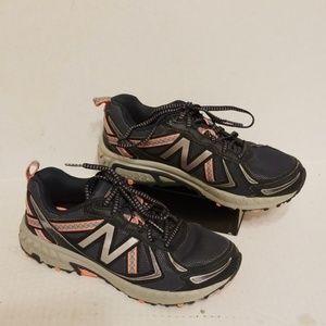 New Balance 410 v5 women's shoes size 9 D wide